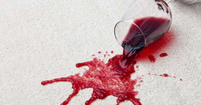 Quitar manchas de vino tinto trucos infalibles for Limpiar manchas en el marmol