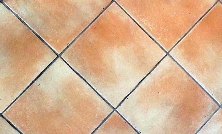 Limpiezas de suelos realiza la tuya de forma correcta for Como limpiar el suelo de gres para que brille