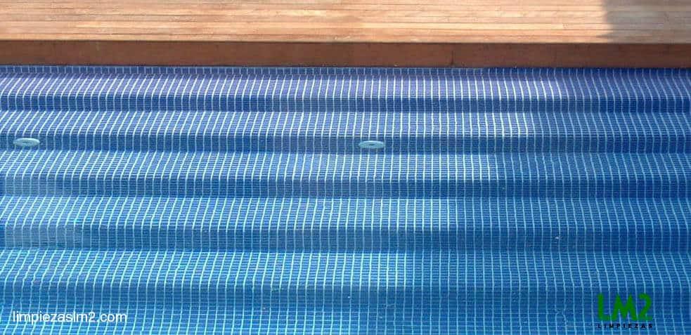 Limpieza y mantenimiento archivos empresa de limpieza en for Limpieza fondo piscina