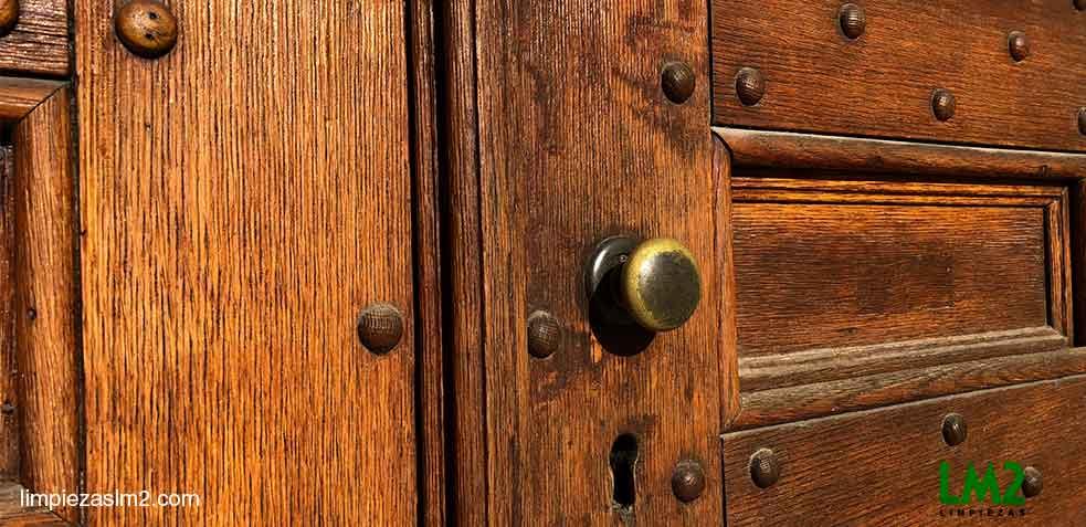como-limpiar-puertas-de-madera-LM2