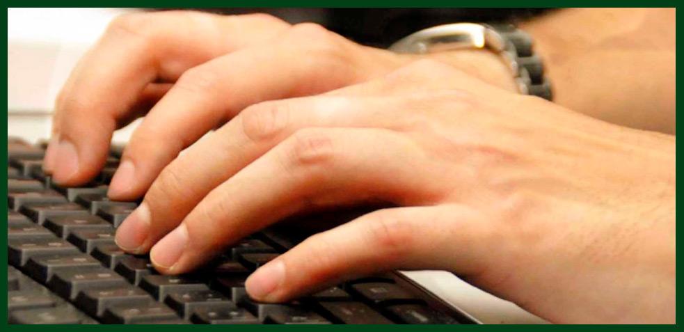 limpiar-teclado-oficina